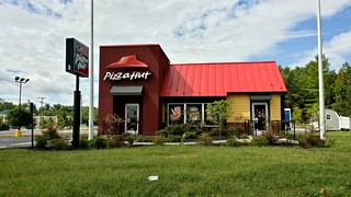 Pizza Hut in former Long John Silver's building | by SchuminWeb
