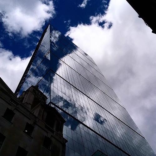 """Londra: """"cielo riflesso"""""""
