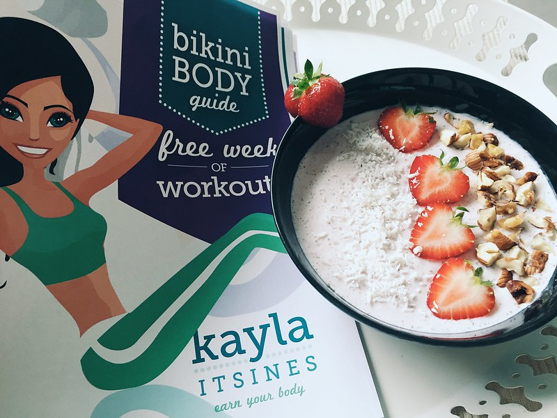 kayla itsines, treeni, workout, training, again, uudestaan, experiments, kokemuksia, miten tilata, how to order, kaylas training, kayla workouts, treeniohjelma, training program, smoothie bowl, fitfood, inspiration, fitness, urheilu, sports, voda collagen beauty juoma, drink, strawberry, mansikka,free workout, ilmainen treeniohjelma, one week, yksi viikko,
