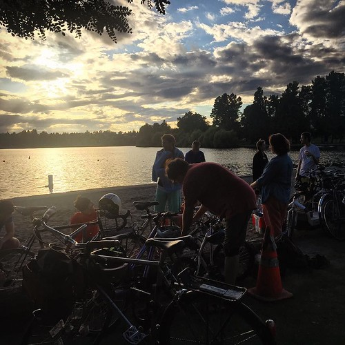 Great way to wrap up #FREEBIKE: Ice cream potluck at Green Lake by @bicyclebenefits! #SEAbikes | by tfooq