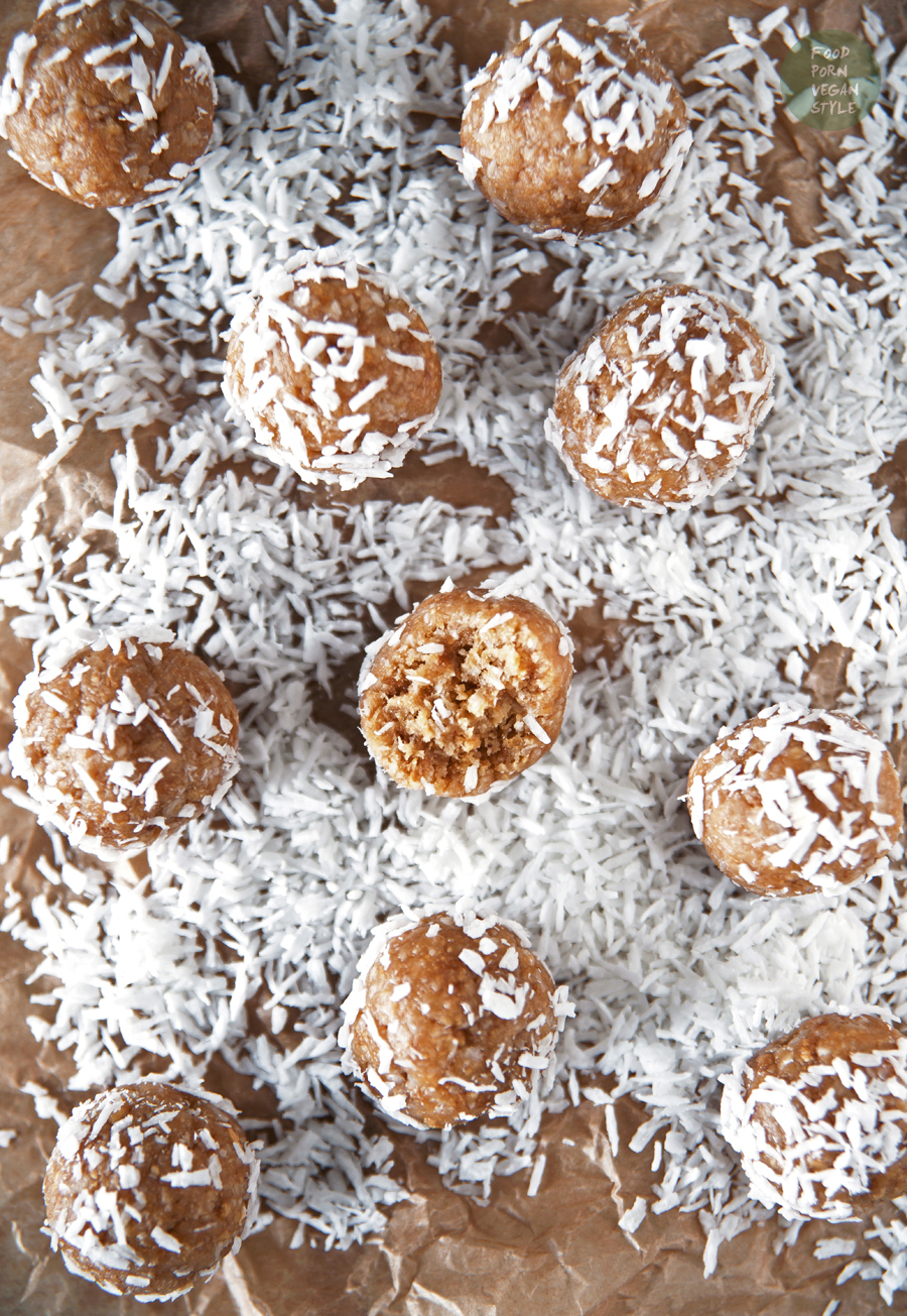 """Piña colada"" energy balls with sprouted quinoa, dried pineapple and coconut"