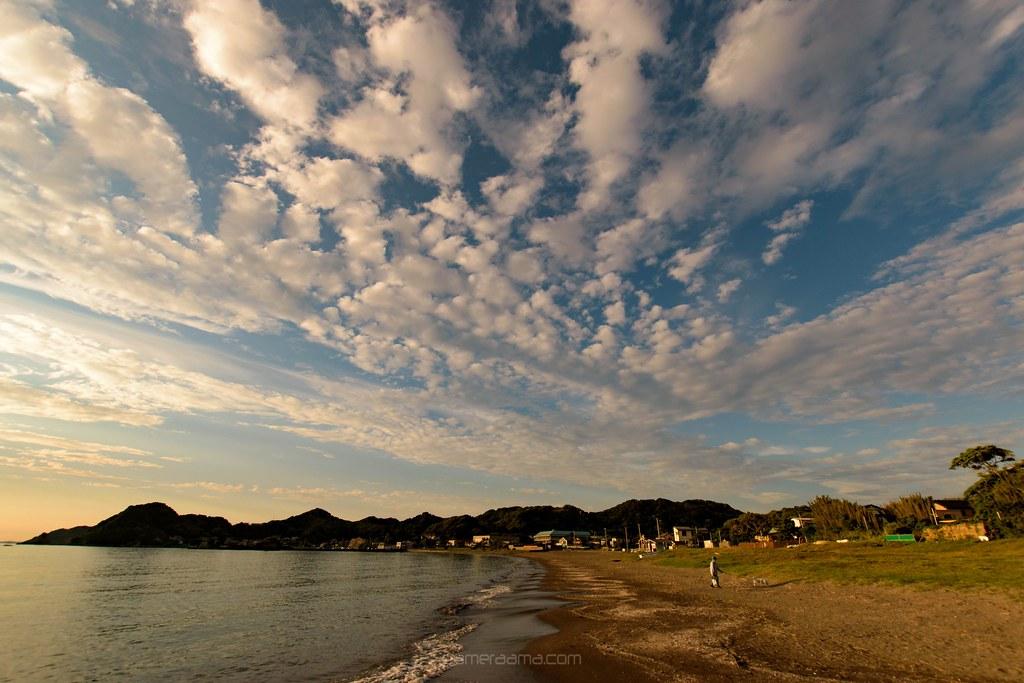 原岡海水浴場と雲