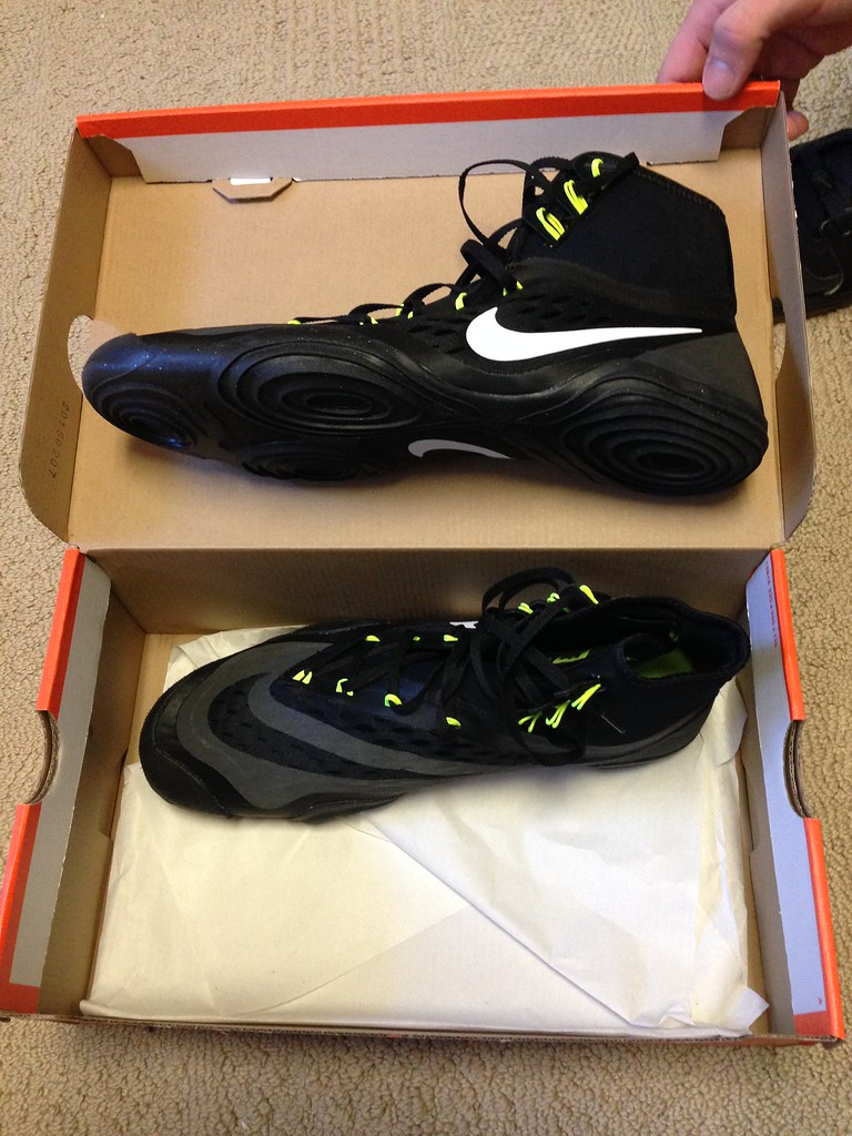 Another BNIB Nike Hypersweeps size 10. 2016 release date. Sold my last pair.