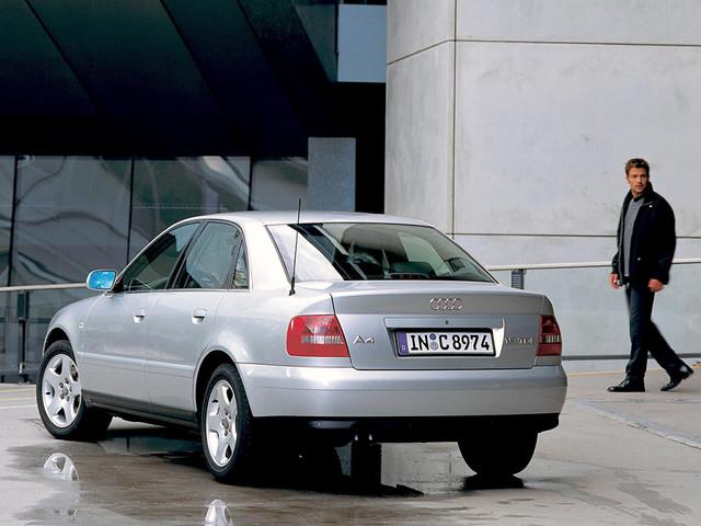 Седан Audi A4, вид сзади. 1997 - 2000 годы