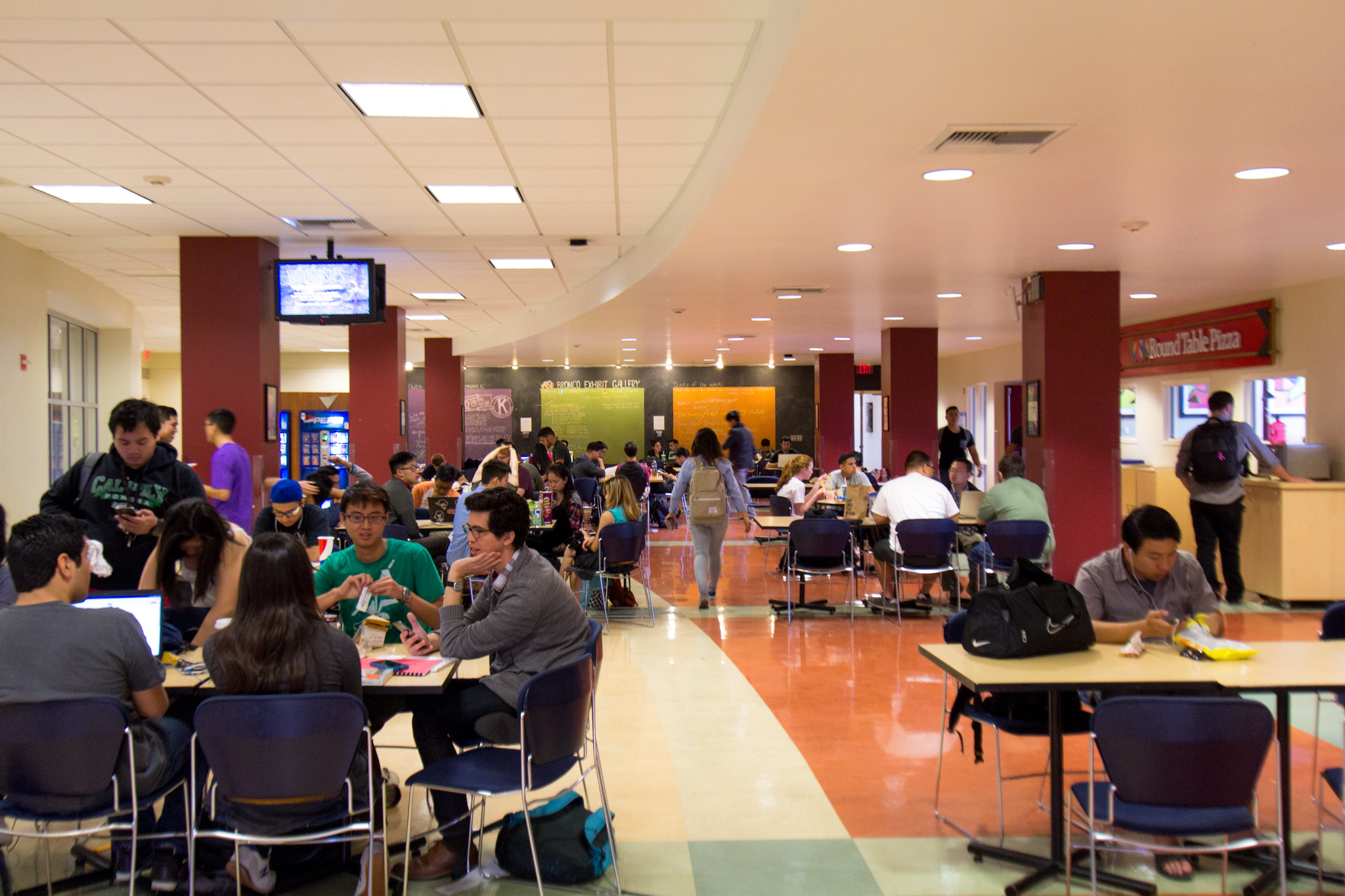 Students enjoy lunch at the BSC lower level
