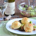 Gougères au comté – Käsewindbeutel mit frühlingsfrischem Blattsalat