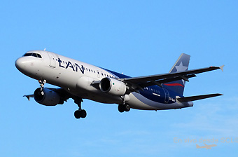 LAN A320 CC-BAY morning app (RD)
