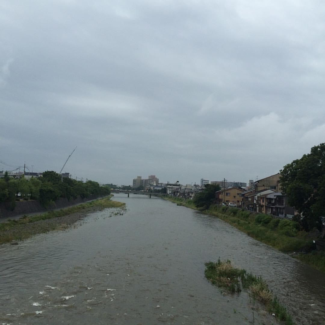 今日の鴨川 #kyokamo #sky #イマソラ 今日も雨。