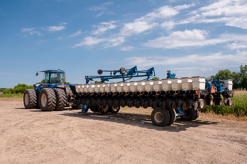 New Holland Tj450 Tractor And Kinze 36 Row Planter Flickr