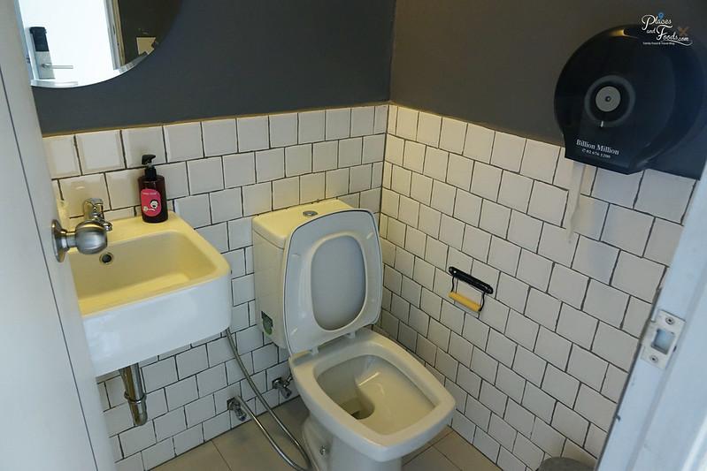 liveituphostel asok private room toilet