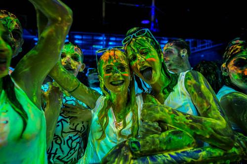 2016-06-18 Glow Paint war