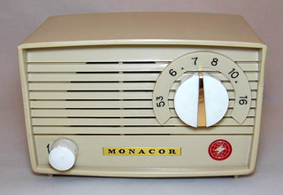 vintage monacor small japanese made plastic table radio m. Black Bedroom Furniture Sets. Home Design Ideas