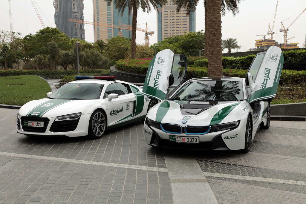 Dubai Tourist Police Patrols Section Audi R8 And Bmw I8 Flickr
