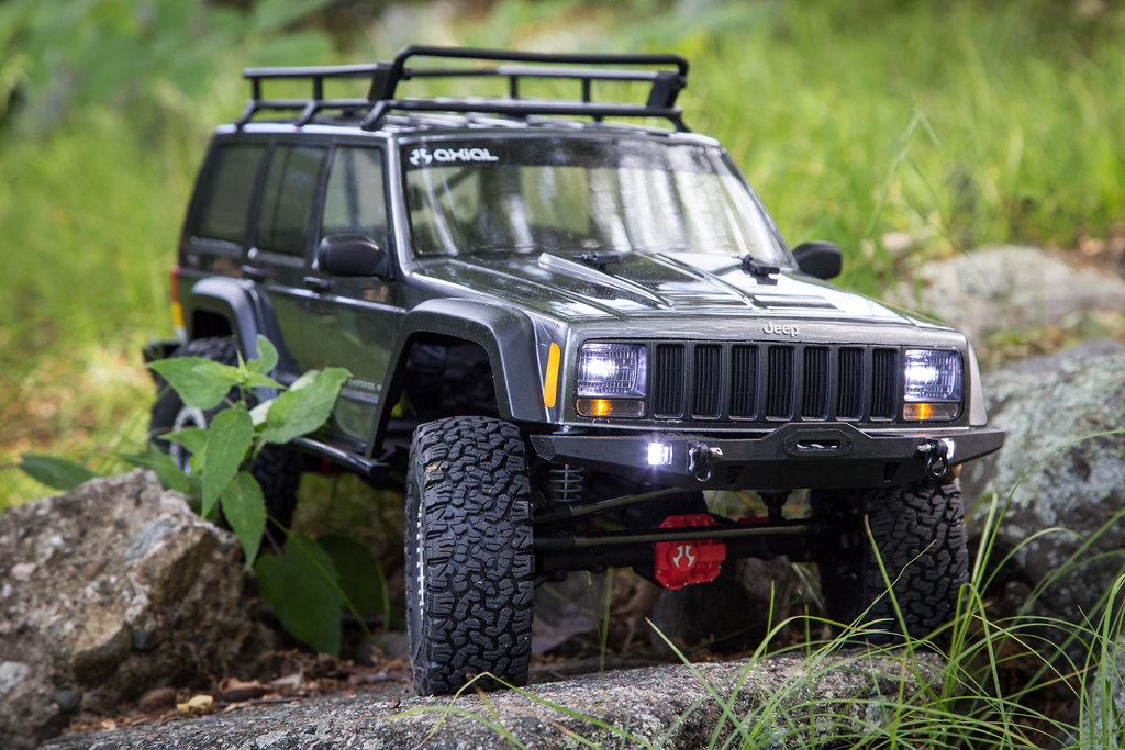 ... Axial SCX 10 II Jeep Cherokee Build | By Johnny Anguish