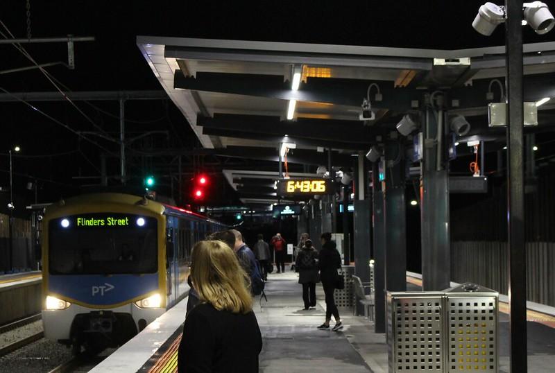 Mckinnon station, platform 2, 1/8/2016