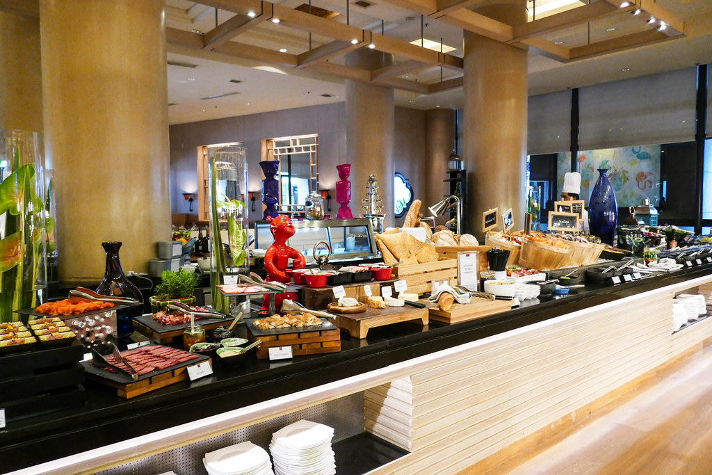 Conrad Centennial Singapore: Oscar's 1-for-1 Dinner Buffet
