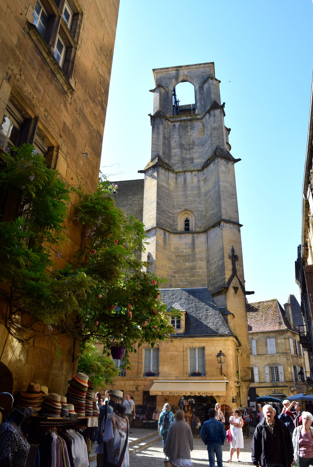 Viewing Tower in Sarlat | www.rachelphipps.com @rachelphipps