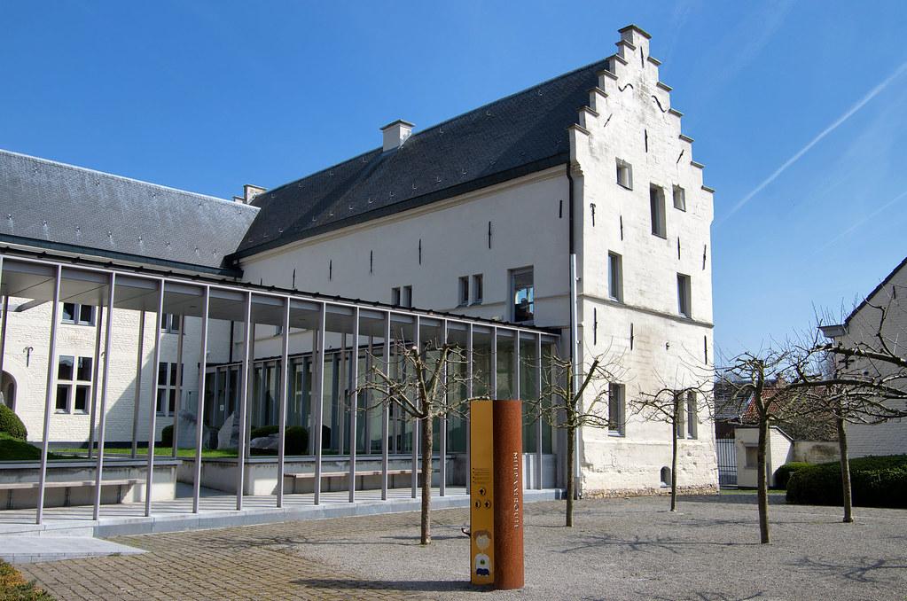 Tongeren Belgien innenhof agnetenkloster tongeren tongeren belgien kimba reimer