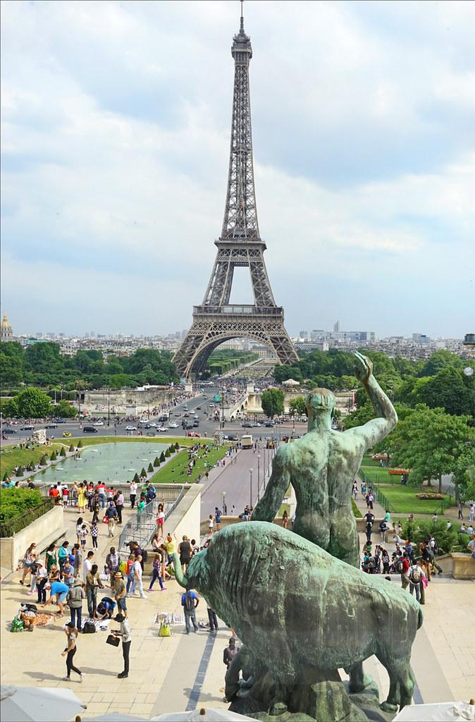 La Tour Eiffel Et Les Jardins Du Trocadero Musee De L Hom Flickr