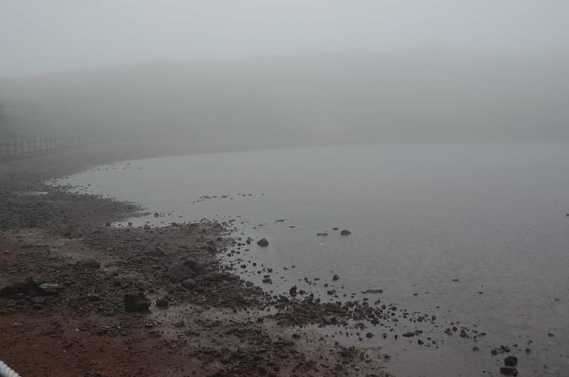 Saraoreum-Kratersee im Regen