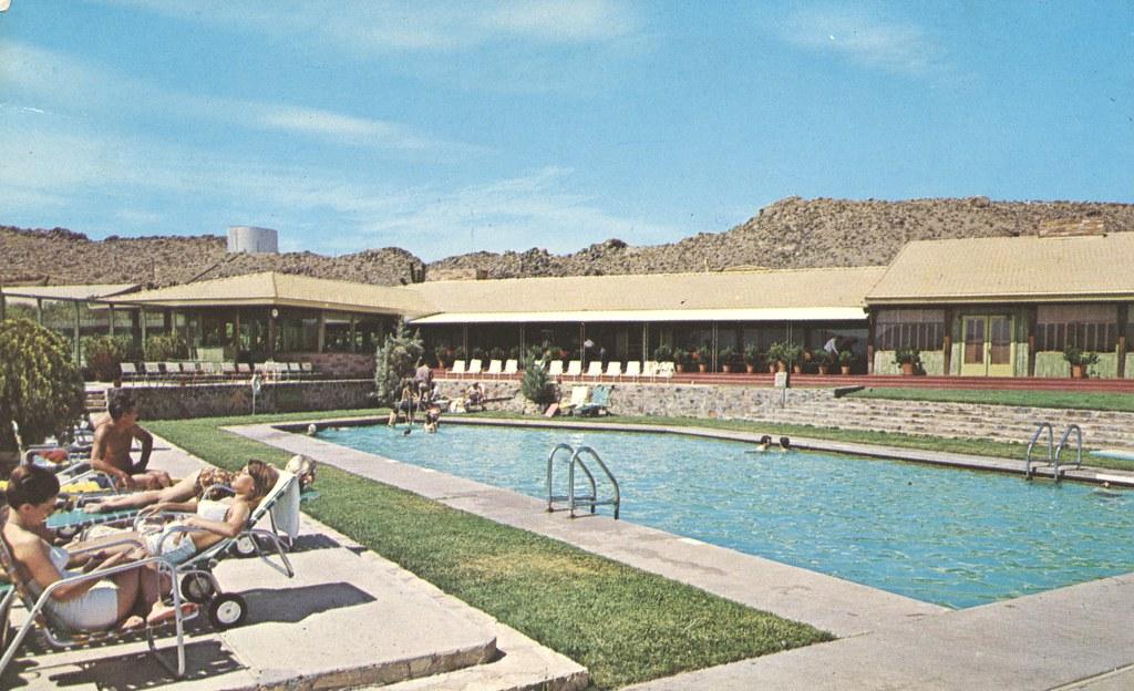 Roy Rogers Apple Valley Inn - Apple Valley, California