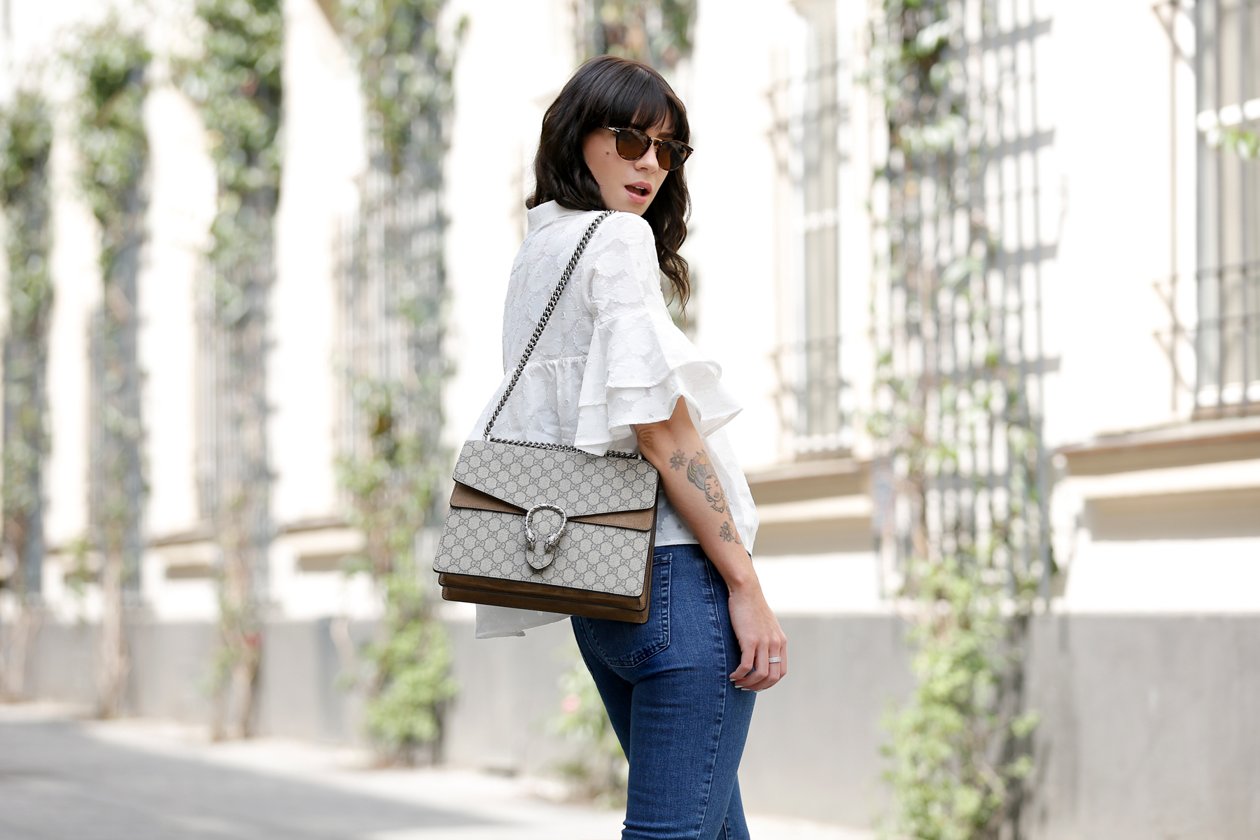 outfit spring summer minimal blue white clean bangs brunette girl cute french parisienne mango fringe jeans denim white blouse shopbop soludos espadrilles gucci dionysus bag luxury fashion modeblog germany ricarda schernus fashionblogger 5