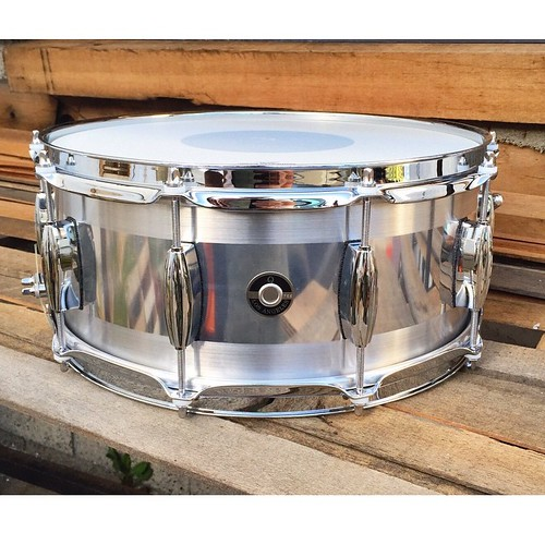 6X14 Aluminum Plate with a high polish center and brushed edges. You just can't go wrong with one of these snare drums. #qdrumco #aluminum #snare #drum | by QDrumCo