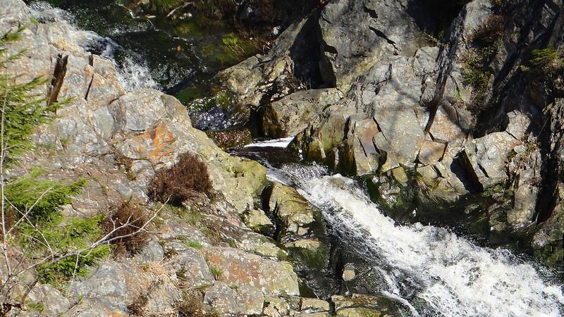 Ein Wasserfall und ein Canyon8