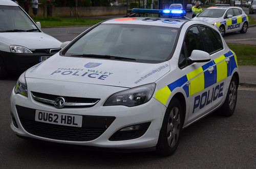 thames valley police - vauxhall astra