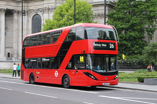 CT Plus 2501 on Route 26, St Paul's Cathedral