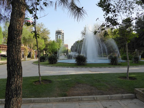 Jardin public au bord du zayandeh rud ispahan patrick for Jardin public 78