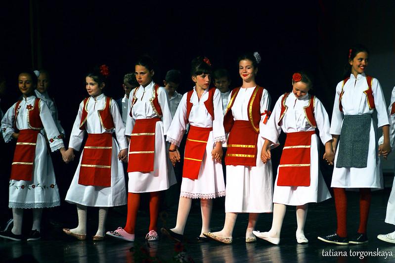 """Девочки из ансамбля """"Prosvjeta"""""""