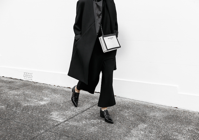 all black ootd outfit street style inspo fashion blogger minimal modern legacy Instagram Balenciaga bag loafer (7 of 11)