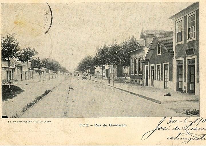 R. de Gondarém,1900, carris da Máquina que ligava a Rotunda da Boavista a Matosinhos via Cadouços