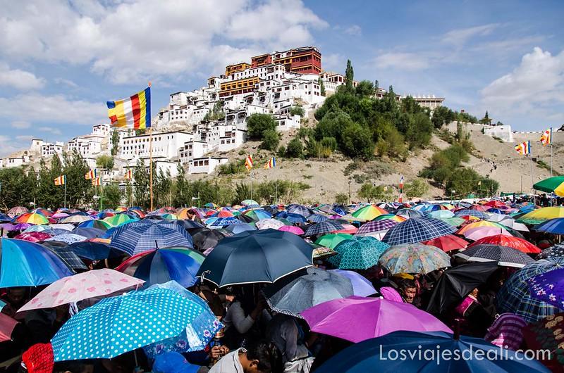 una conferencia del Dalai Lama en el monasterio de Thiksay