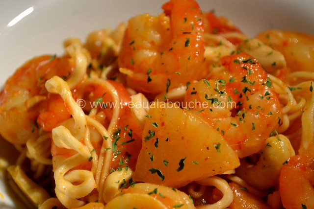 Crevettes au Curry Jaune & Ananas avec Nouilles © Ana Luthi Tous droits réservés 022