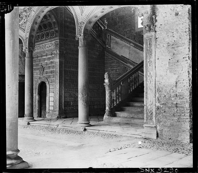 Hosìtal de Santa Cruz en Toledo a comienzos del siglo XX. Fotografía de Henri Deneux © Ministère de la Culture (France), Médiathèque de l'architecture et du patrimoine, Diffusion RMN-GP