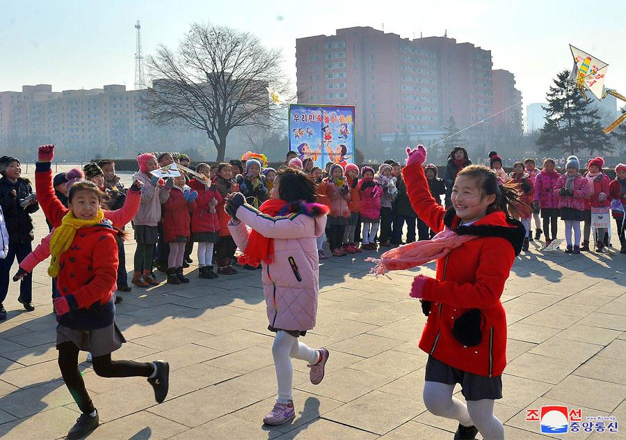 [Corée du nord] Développement d'un lanceur mobile à ergols liquides 32689838748_2ee771966c_b