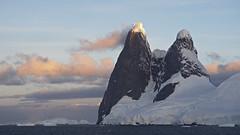 Una Peaks