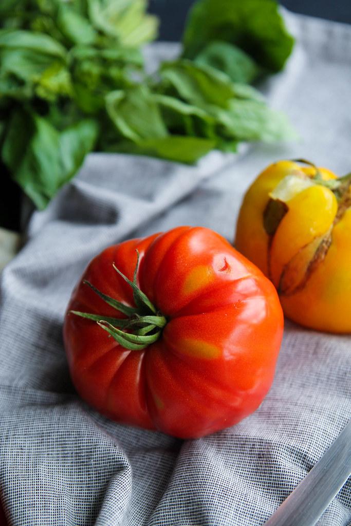 Tarte fine tomates et chèvre frais