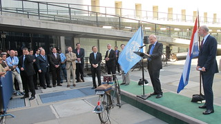 Allesandro Pio from the ADB representing 7 multilateral development banks addresses the UN bike promotion participants | by itdp