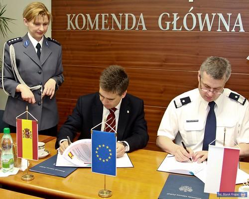 Los directores de las polic as de espa a y polonia firman for Ministerio del interior espana