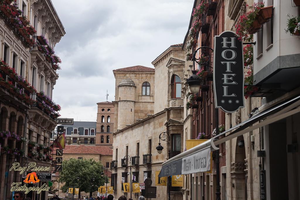 Calle ancha leon castilla y leon espa a calle ancha for Oficina turismo castilla y leon