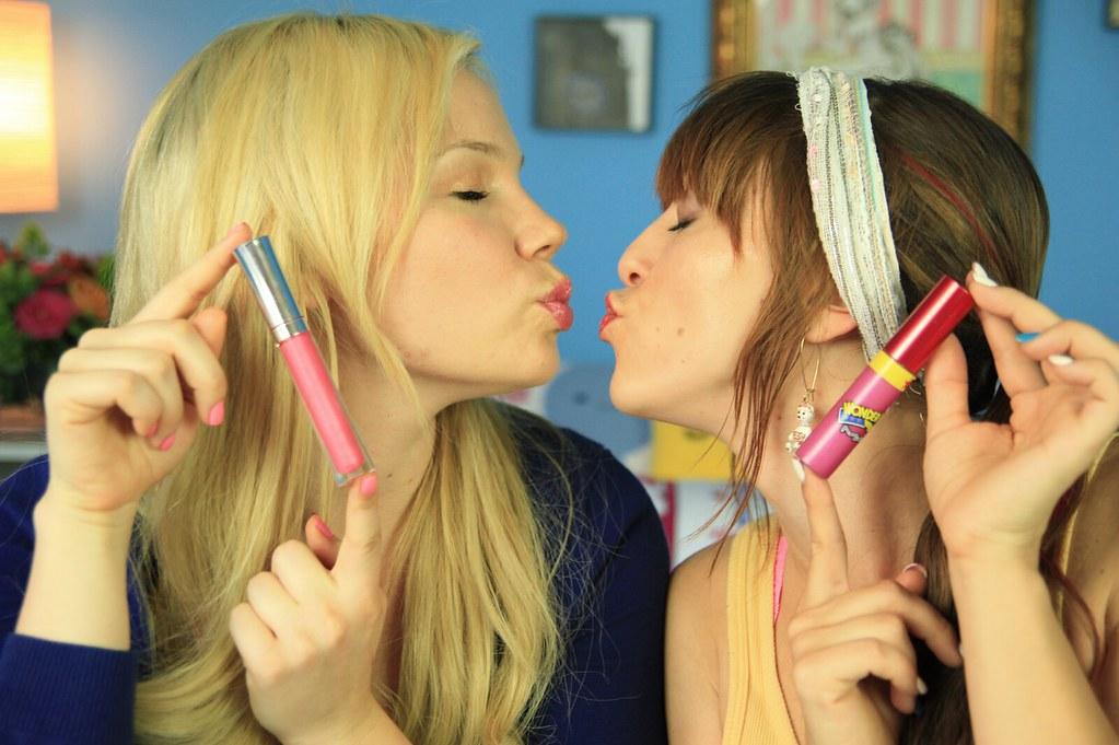 Photo of Olga Kay & her friend  Lisa Schwartz