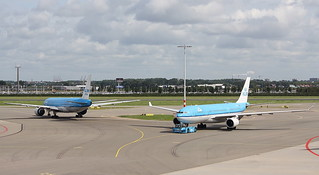 KLM (asia) Royal Dutch Airlines Boeing 777-200 and Airbus A330-200 | by AMSfreak17