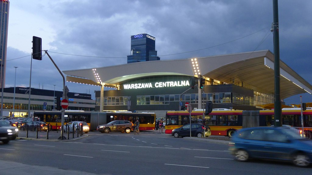 how to get from warsaw train station to airport