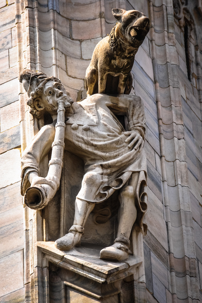 Interesting Sculpture On The Duomo Di Milano Milan Cathed