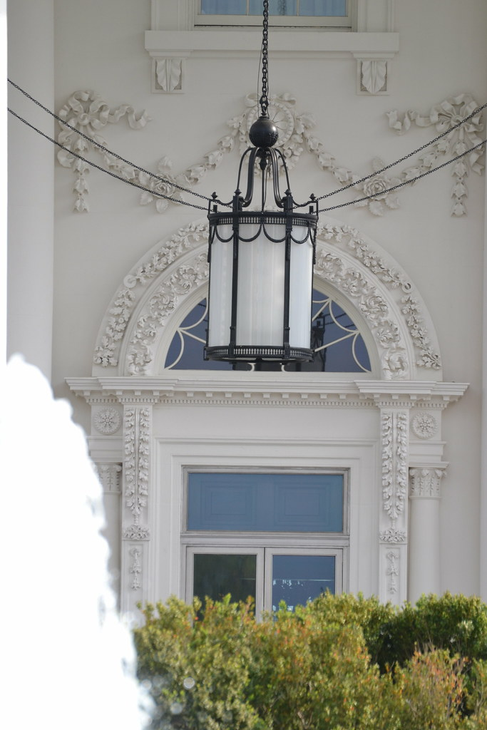The White House front porch hanging light | The White ...