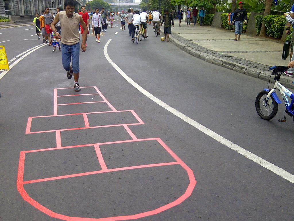 Permainan Engklek   Merupakan permainan tradisional lompat ...