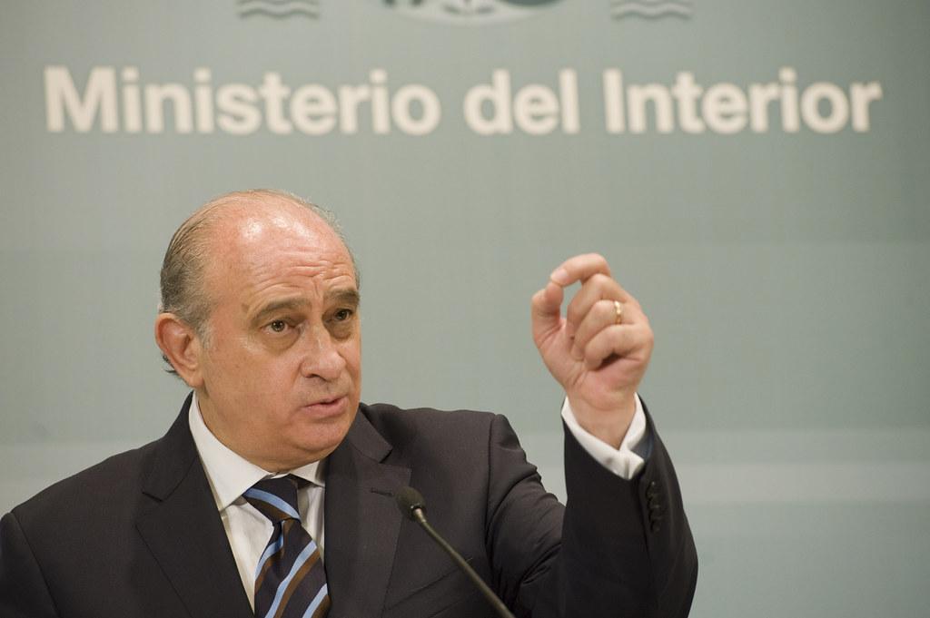 El ministro del interior y el director del cepc han inform for Escuchas ministro del interior